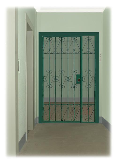 дверь железная с решеткой в тамбур